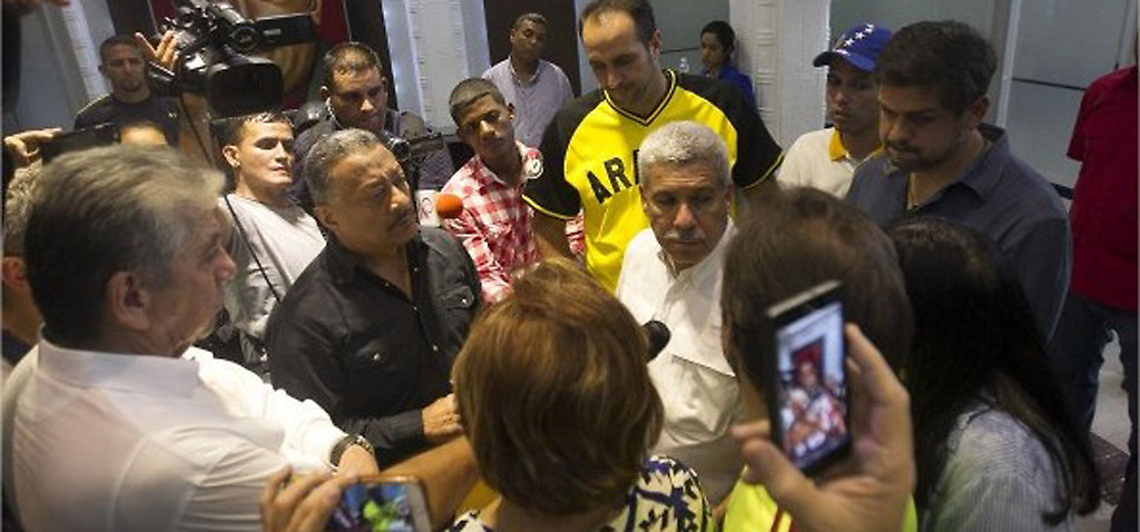 Alcaldes opositores en la Vicepresidencia. Nótese el puchero de Ramón Muchacho...
