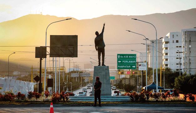 El pasado 16 de septiembre fue develada una estatua de 3,20 m realizada por el escultor merideño Israel Linares.