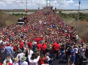 Inmensa marcha-concentración del pueblo chavista del Estado Bolívar sobre el Puente Angostura.