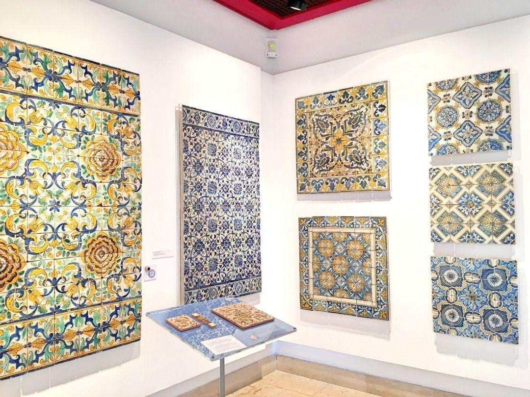 Various azulejos