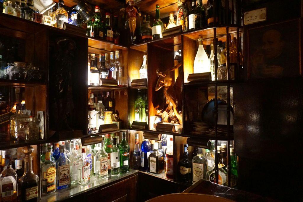 Procópio behind the bar