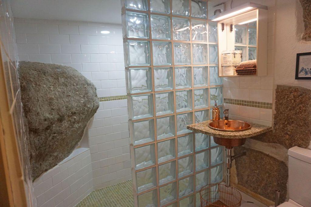 Quinta do Cobral bathroom