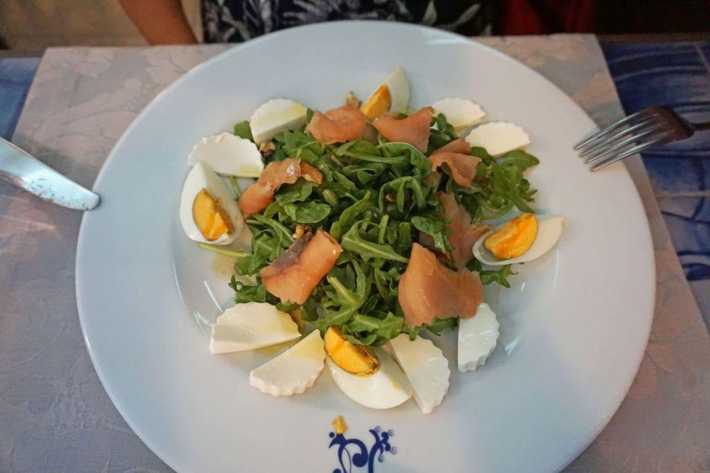 Mesa da Sé smoked salmon salad