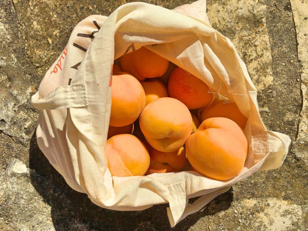 Portuguese peaches