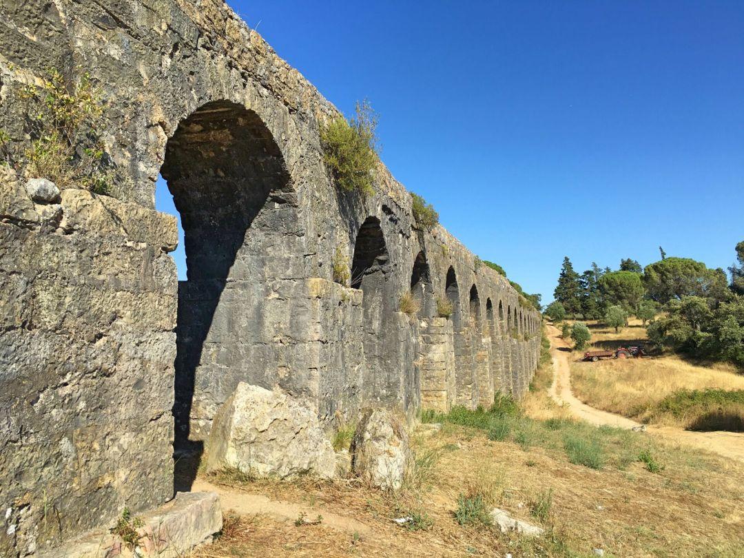 Small arches Aqueduto dos Pegoes