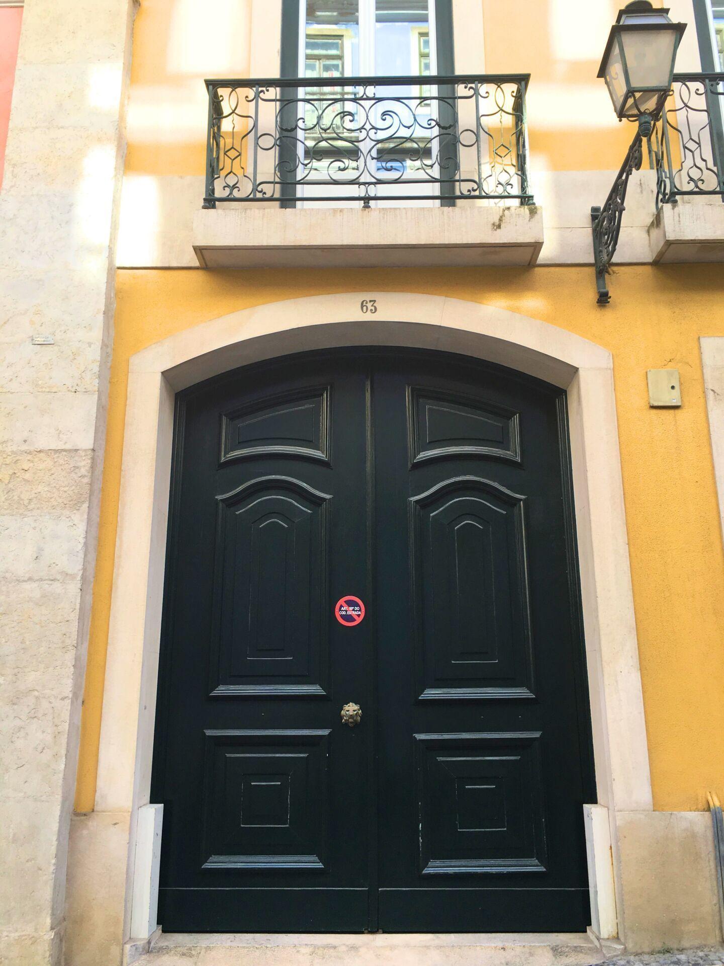 Portuguese door 23