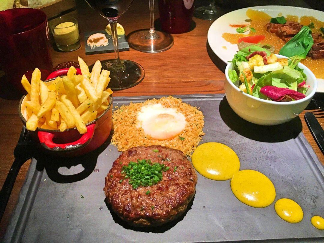 Burger at O Talho