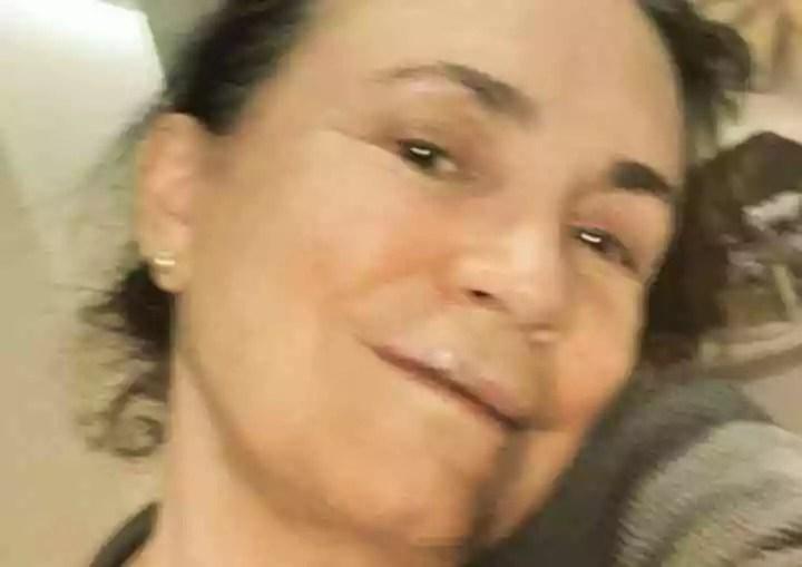Regina Duarte cai de cara no chão, na rua, e quebra três dentes.