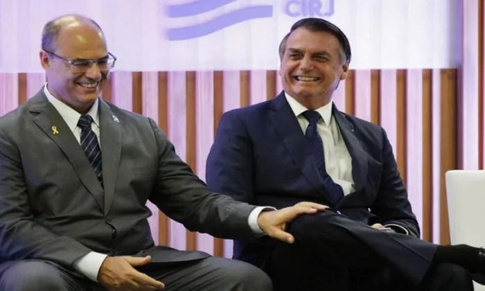 Bolsonaro dá risada ao comentar afastamento de Witzel: 'O Rio está pegando'