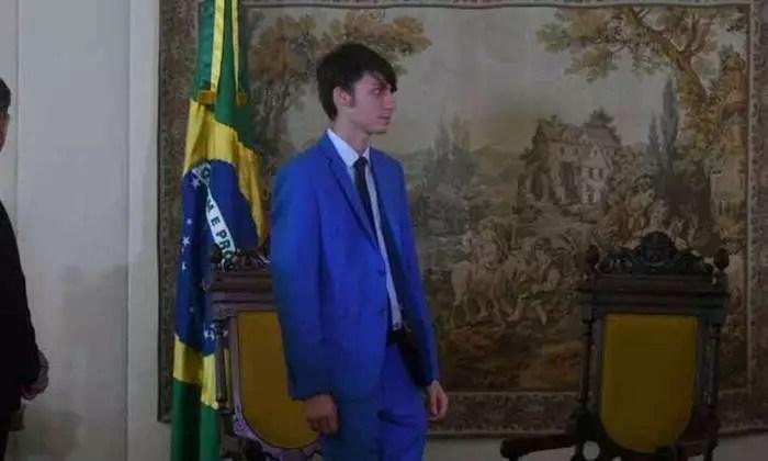 MAIS UM NA MAMATA: Filho mais novo de Bolsonaro indica que pode entrar na política.