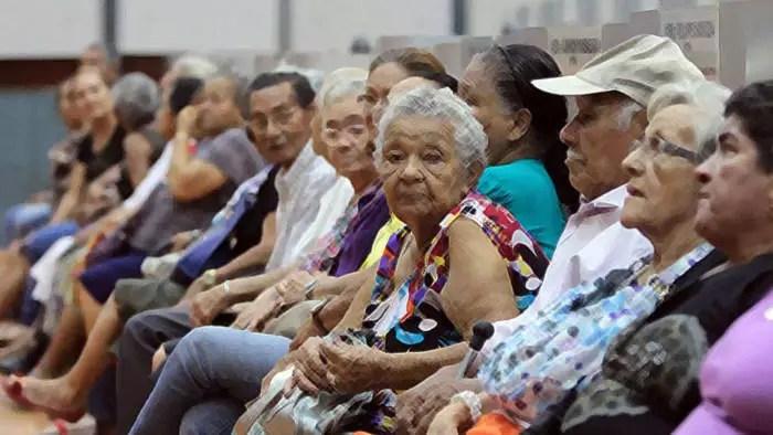 Bolsonaro e Guedes querem que o aposentado ganhe menos que o salário mínimo, já em 2021 com congelamento de dois anos.