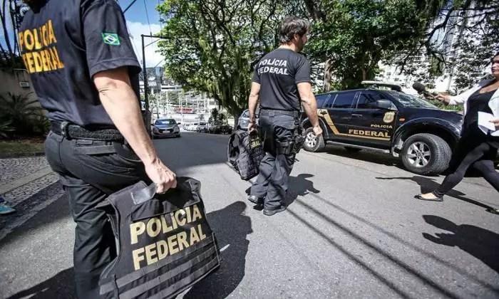 Operação policial no Brasil todo: nenhuma é para saber por que Queiroz depositou R$ 89 mil na conta de Michelle