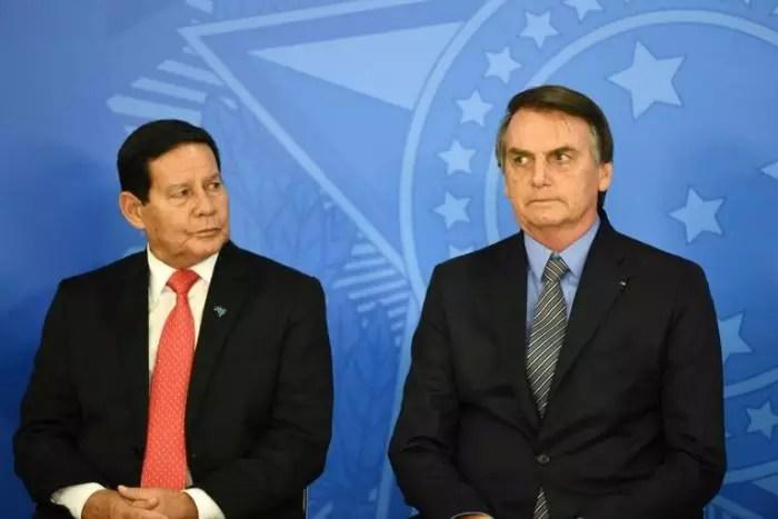 FORA BOLSONARO: TSE estuda julgar cassação da chapa Bolsonaro/Mourão, em um mês.