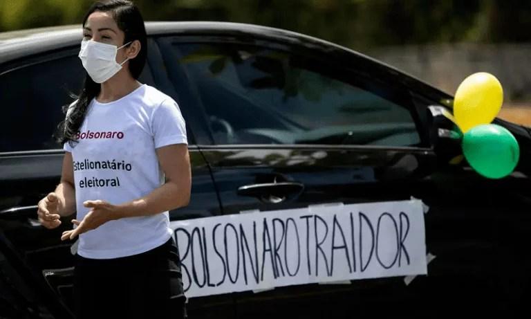 Le Monde destaca participação inédita de eleitores de Bolsonaro nas manifestações por impeachment