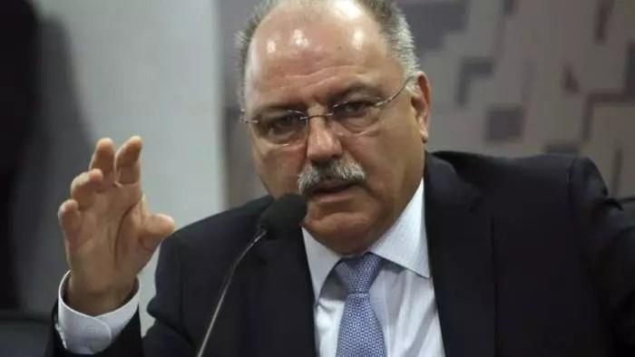 General que conspirou para derrubar Dilma, agora desconversa sobre risco de ruptura a democracia.