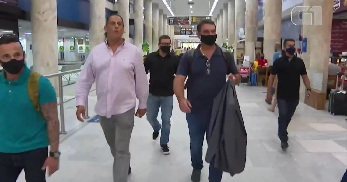Flávio Bolsonaro é flagrado em encontro com Wassef a 3 dias do julgamento das rachadinhas