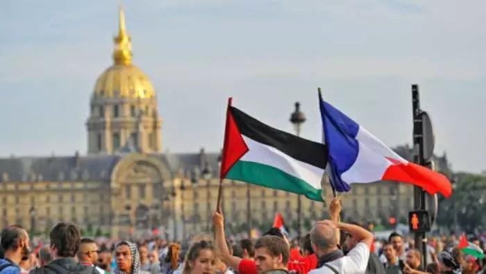 """""""Israel assassino"""": Milhares de manifestantes em Londres, Paris, Berlim e Madri protestam a favor dos palestinos"""