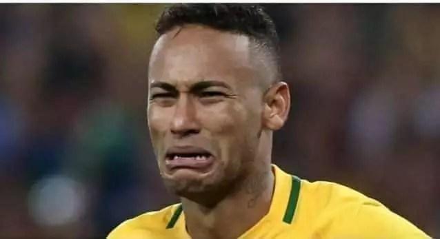"""Derrota do Brasil faz a alegria dos internautas. """"…Bol sonaro só aceita gol impresso"""""""