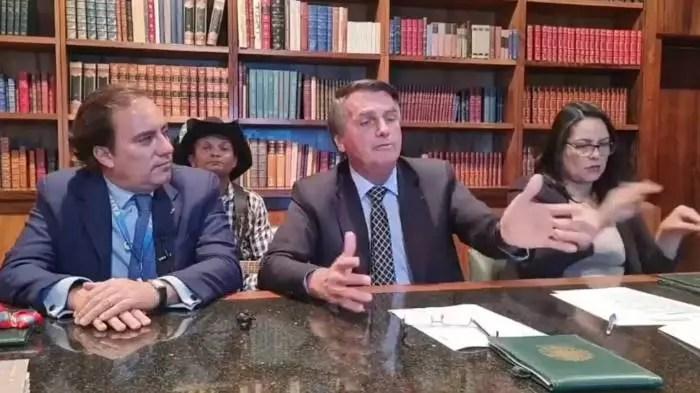 Vídeo, Bolsonaro admite ter editado documento sobre mortes pela covid-19