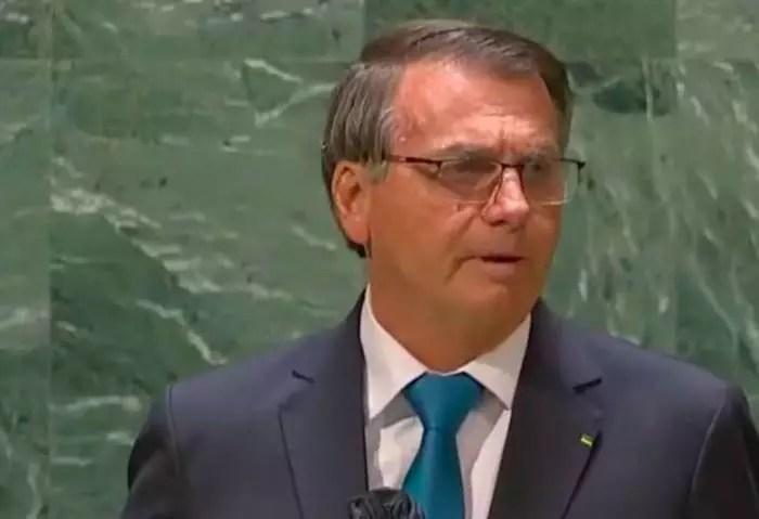 Vídeo: Bolsonaro diz que concedeu auxílio emergencial US$ 800,00 (R$ 4.258,00). Assista.