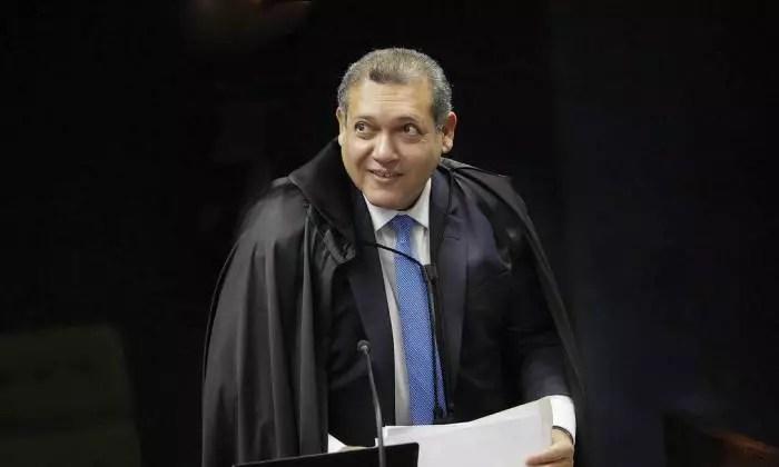 Nunes Marques, indicado por Bolsonaro, tira da pauta julgamento do foro de Flávio.