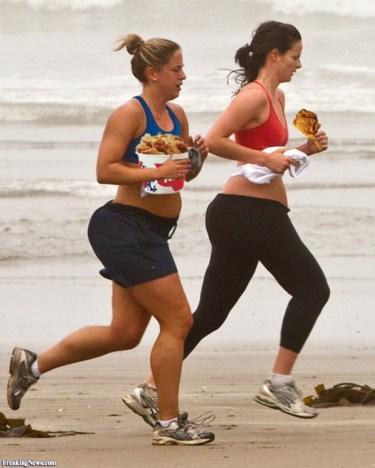 Women-Running-on-the-Beach-Eating-KFC-89098