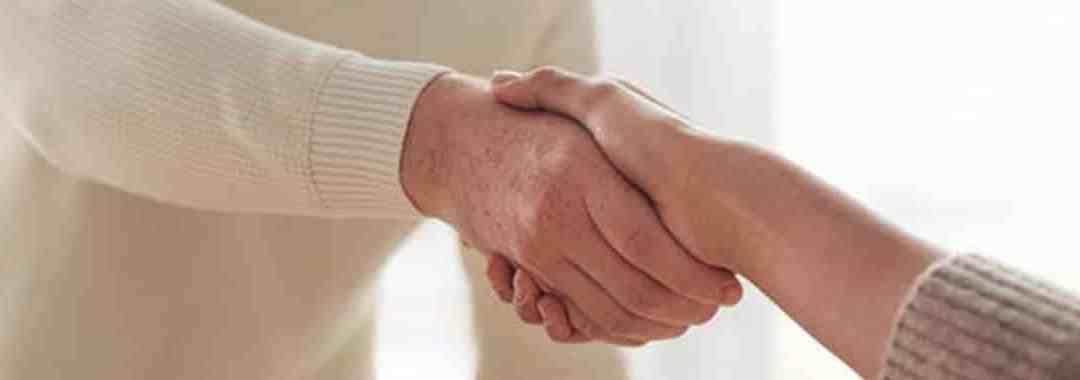 Salutations, poignée de main : le territoire dans le langage corporel