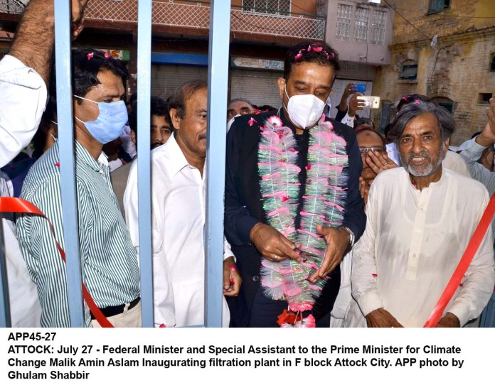 ATTOCK: July 27 - Federal Minister and Special Assistant to the Prime Minister for Climate Change Malik Amin Aslam Inaugurating filtration plant in F block Attock City. APP photo by Ghulam Shabbir