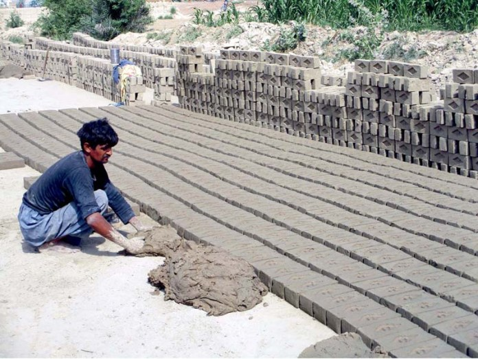 BAHAWALPUR: August 28 - Labourers busy in preparing bricks at local bricks kiln. APP photo by Hassan Bukhari