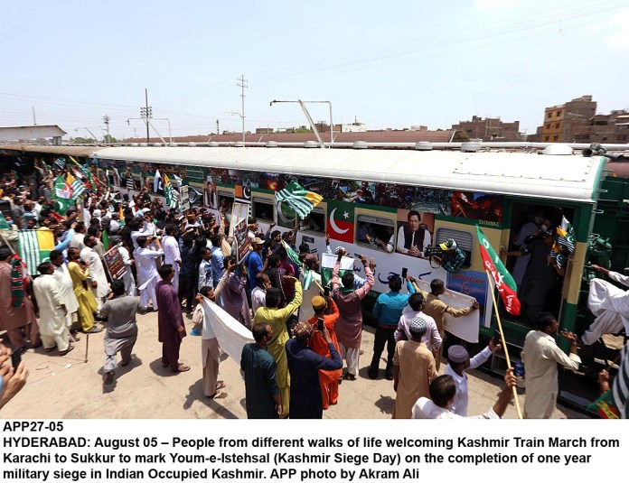 HYDERABAD: August 05 – People from different walks of life welcoming Kashmir Train March from Karachi to Sukkur to mark Youm-e-Istehsal (Kashmir Siege Day) on the completion of one year military siege in Indian Occupied Kashmir. APP photo by Akram Ali