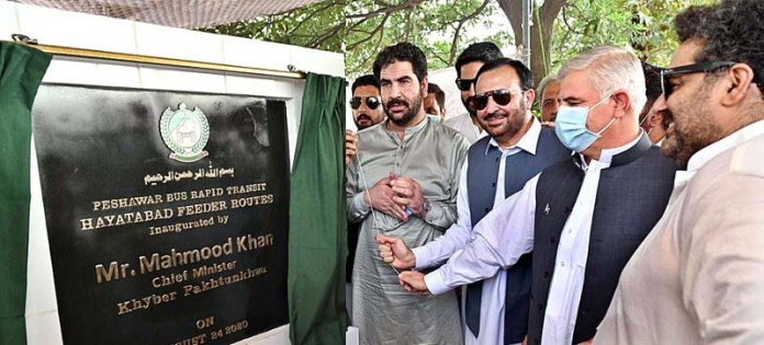 PESHAWAR: August 24 - Chief Minister Khyber Pakhtunkhwa Mahmood Khan inaugurating Zu Bus Service on BRT feeder routes in Hayatabad. APP