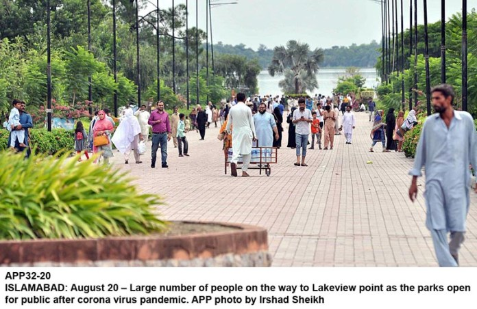 ISLAMABAD: August 20 – Large number of people on the way to Lakeview point as the parks open for public after corona virus pandemic. APP photo by Irshad Sheikh