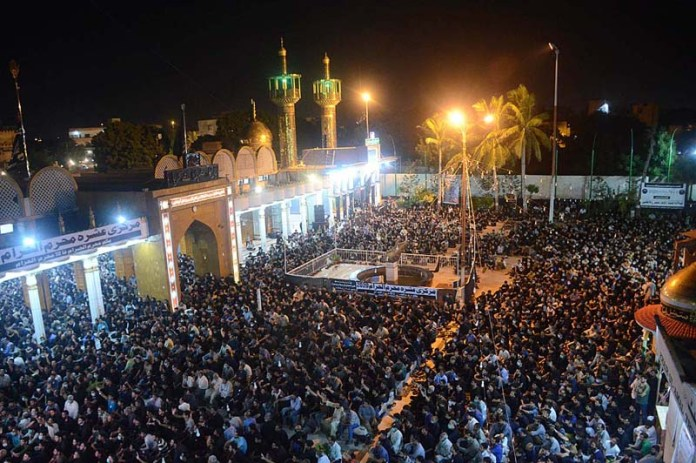 KARACHI: August 26 – A large number of mourners attending a Majlis at Shuhda-e-Karbala Imambargah and Khair ul Amal Masjid during month of Muharram-ul-Haram. APP Photo by Syed Abbas Mehdi