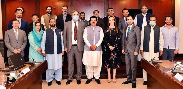ISLAMABAD: August 23 – Chairman Senate, Muhammad Sadiq Sanjrani and President Of The Inter-Parliamentary Union (IPU), Ms. Gabriela Cuevas Barron in a group photo with the officials of Pakistan Institute For Parliamentary Services (PIPS). APP