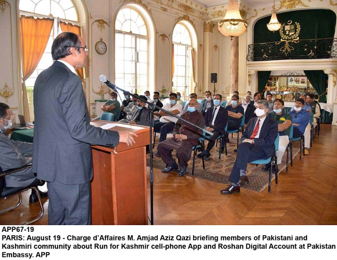 PARIS: August 19 - Charge d'Affaires M. Amjad Aziz Qazi briefing members of Pakistani and Kashmiri community about Run for Kashmir cell-phone App and Roshan Digital Account at Pakistan Embassy. APP