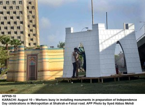 KARACHI: August 10 – Workers busy in installing monuments in preparation of Independence Day celebrations in Metropolitan at Shahrah-e-Faisal road. APP Photo by Syed Abbas Mehdi