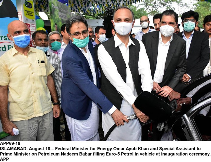 ISLAMABAD: August 18 – Federal Minister for Energy Omar Ayub Khan and Special Assistant to Prime Minister on Petroleum Nadeem Babar filling Euro-5 Petrol in vehicle at inauguration ceremony. APP
