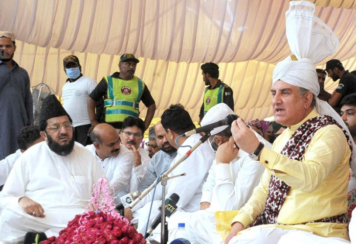 MULTAN: September 24 - Foreign Minister and Sajjada Nasheen of Shrine Hazrat Bahauddin Zakariya (R.A), Makhdoom Shah Mehmood Qureshi addressing to devotees on the second day of 781st Urs Celebrations. APP photo by Qasim Ghauri