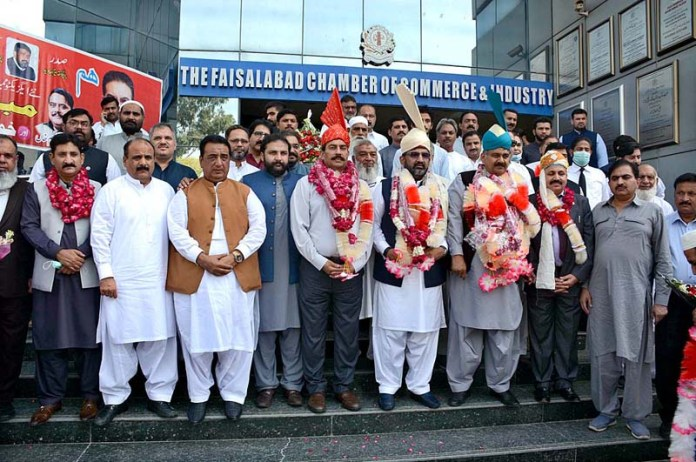 FAISALABAD: September 30 - A group photo of newly elected members of FCCI along with Eng Hafiz Ihtesham Javaid President of FCCI after its annual general meeting at Faisalabad Chamber of Commerce & Industry. APP photo by Tasawar Abbas