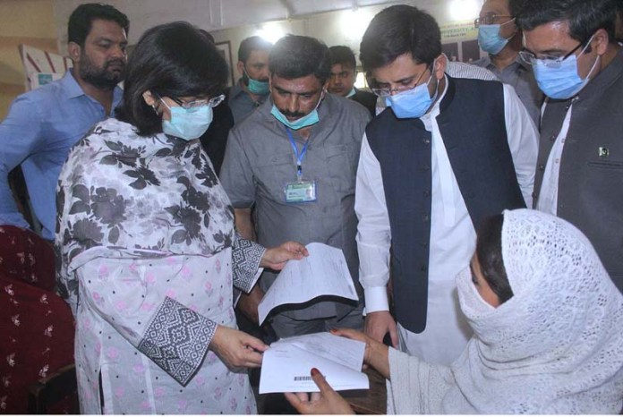MULTAN: September 12 - Special Assistant to the Prime Minister on Social Protection and Poverty Alleviation, Dr. Sania Nishtar reviewing Ehsaas Cash disbursements arrangements during his visit at Ehsaas Kafalat Center Gulgasht. APP photo by Tanveer Bukhari