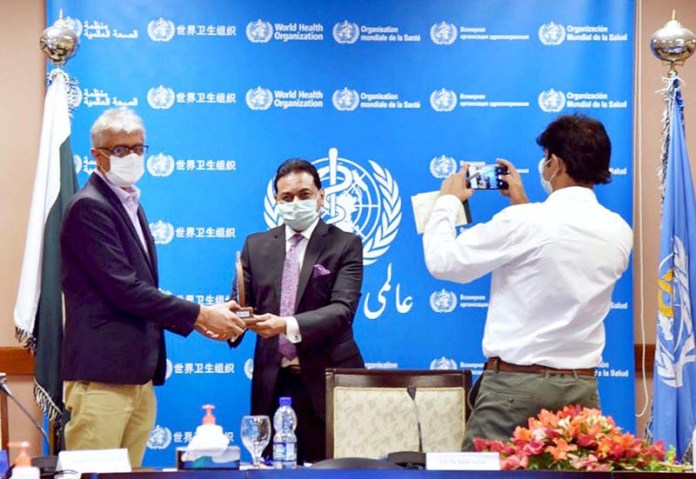 ISLAMABAD: September 17 - WHO's Country Representative to Pakistan, Dr. Palitha Gunarathna Mahipala presenting a shield to Special Assistant to the Prime Minister on National Health Services, Regulations and Coordination, Dr. Faisal Sultan. APP