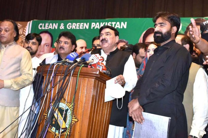 LAHORE: September 25 – Federal Minister For Railway Shaikh Rasheed Ahmed addressing after planting tree under the Prime Minister Clean And Green Program at Railway Workshop. APP photo by Ashraf Ch