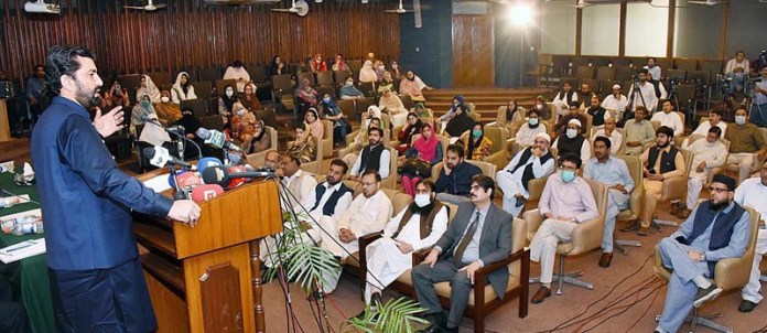 "ISLAMABAD : September 09 – Deputy Speaker National Assembly Qasim Khan Suri addressing to participants of closing ceremony of national conference on ""An Inclusive and Peaceful Society in Pakistan: Challengers and Opportunities"" at International Islamic University. APP"