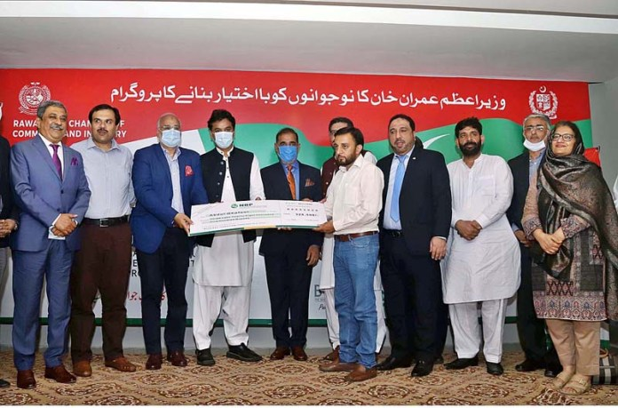 RAWALPINDI: September 09 - Special Assistant to PM on Youth Affairs Usman Dar distributing cheques during a ceremony for PM's Kamyab Jawan Programme at Chamber of Commerce & Industry. APP photo by Abid Zia