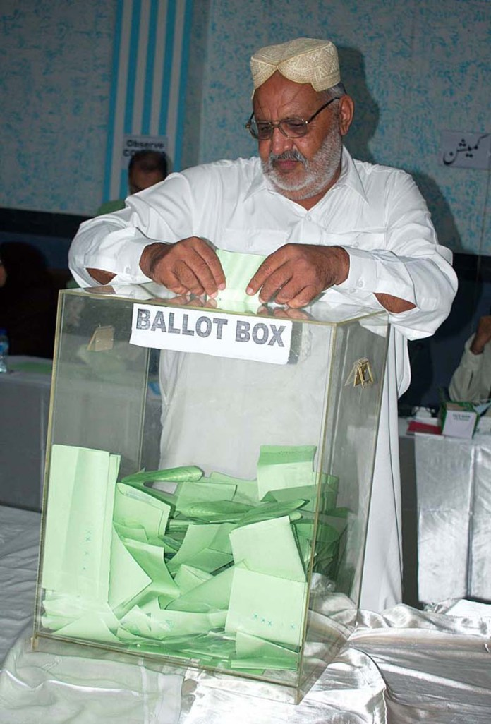 FAISALABAD: September 15 - A member casting his ballot during annual FCCI elections. APP photo by Muhammad Waseem