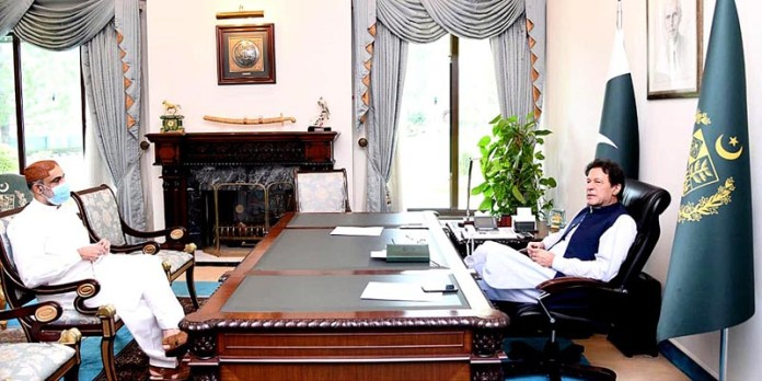 ISLAMABAD: September 18 - Minister for SAFRON Sahibzada Mehboob Sultan called on Prime Minister Imran Khan. APP