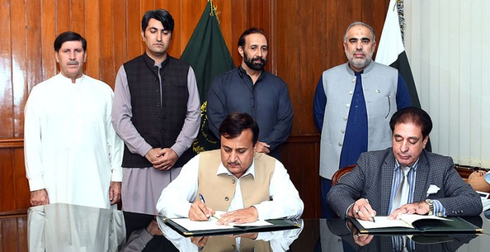 ISLAMABAD: September 16 – Speaker National Assembly Asad Qaiser witnessing MoU signing ceremony between Parliamentary Taskforce on Sustainable Development Goals (SDGs) and Parliamentary Taskforce of Khyber Pakhtunkhwa at Parliament House. APP