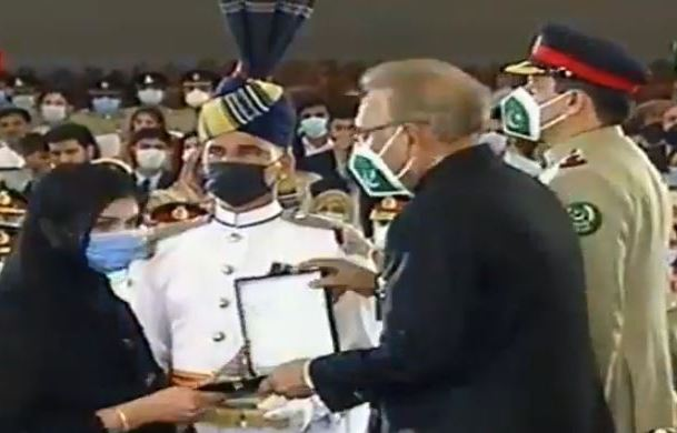 President confers 70 military awards on armed forces officers, soldiers