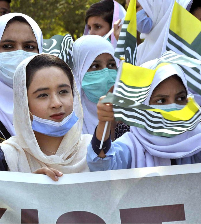 ISLAMABAD: October 03 – People from different walks of life participating in a protest demonstration from China Chowk to National Press Club led by Chairperson Peace and Culture Organization and Hurriyat leader Mushaal Yasin Malik wife of jailed Kashmiri Hurriyat leader Mohammad Yasin Malik against human rights violations in Indian Occupied Jammu and Kashmir and release of political prisoners. APP photo by Saleem Rana