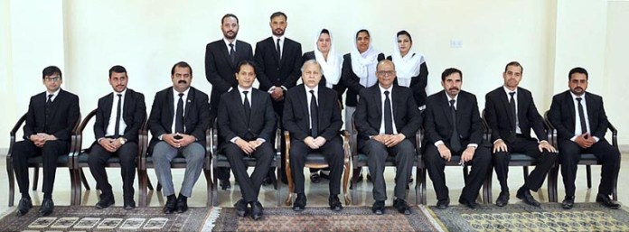 ISLAMABAD: October 14 - Chief Justice of Pakistan Justice Gulzar Ahmed in a group photo with the delegation of Rawalpindi Bar Association in Supreme Court. APP